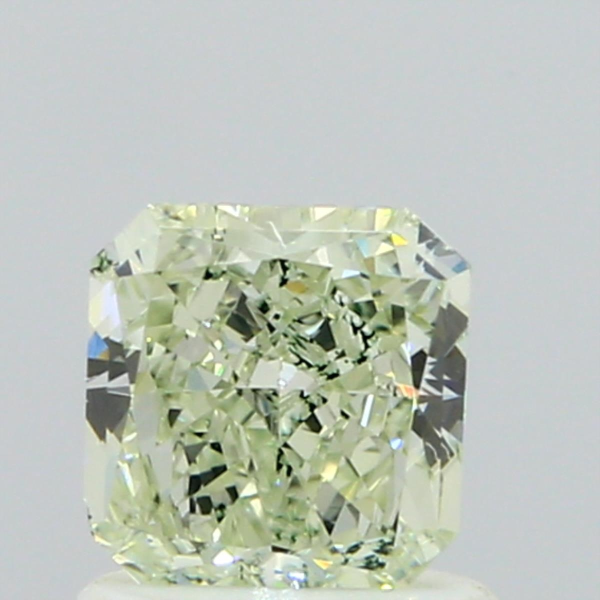 carat diamond brilliant yellow very round green natural light